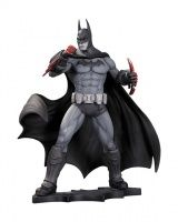 BATMAN: ARKHAM CITY BATMAN STATUE