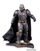 BATMAN v SUPERMAN: DAWN OF JUSTICE  ARMORED BATMAN STATUE