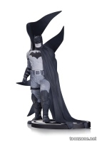 BATMAN BLACK & WHITE STATUE BY RAFAEL ALBUQUERQUE