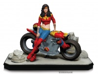 GOTHAM CITY GARAGE: WONDER WOMAN STATUE