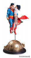 DC DESIGNER SERIES: SUPERMAN AND LOIS LANE BY GARY FRANK STATUE