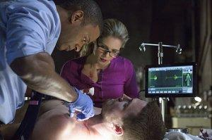 Diggle and Felicity try to figure out of the heartbone is connected to the arterybone.