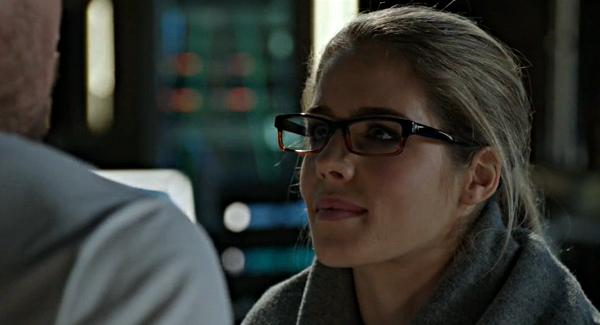 Felicity thanks Oliver for saving her and not making her wear contacts.
