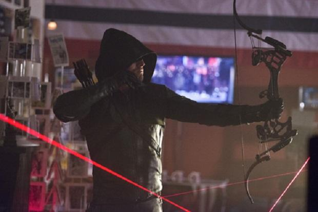 Arrow is briefly trapped in a laser beam cage set up by Shrapnel, this episode's villain.
