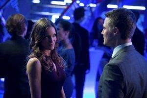 Oliver tosses a little shindig at his family-owned nightclub and look who shows up - Laurel!