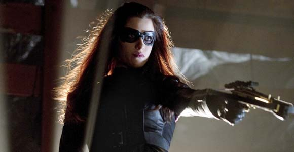 Nutball viillain Helena the Huntress returns to hunt down her father in Starling City.