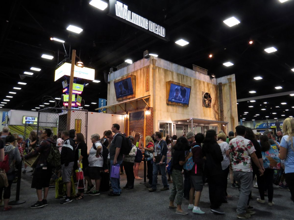 sdcc2015-07-08-walking-dead-booth-01