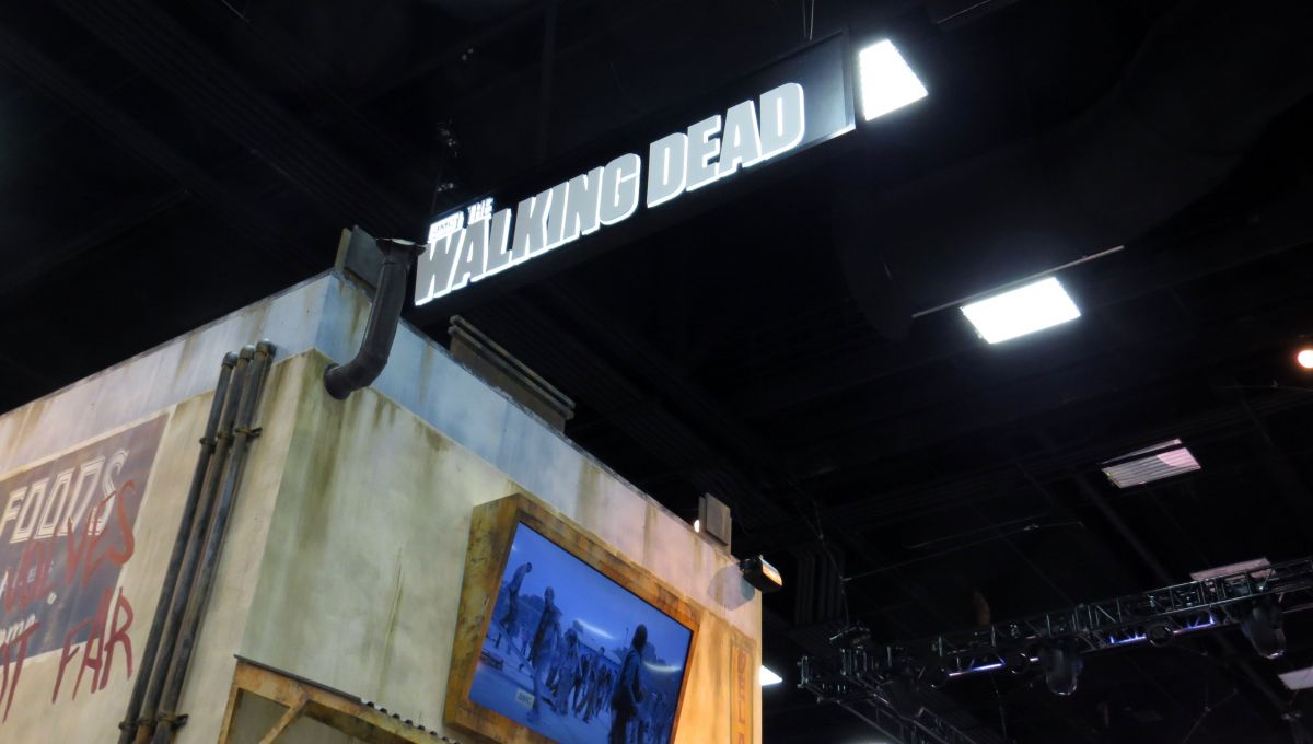 sdcc2015-07-08-walking-dead-booth-07