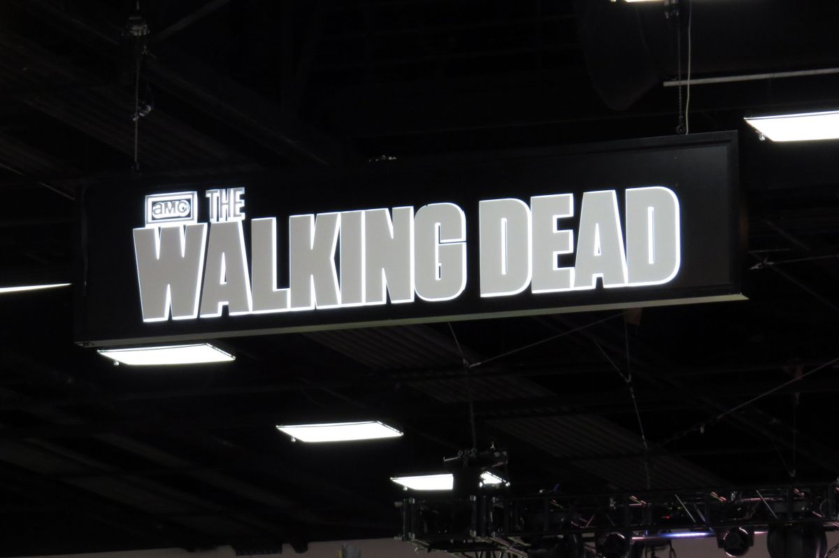 sdcc2015-07-08-walking-dead-booth-08