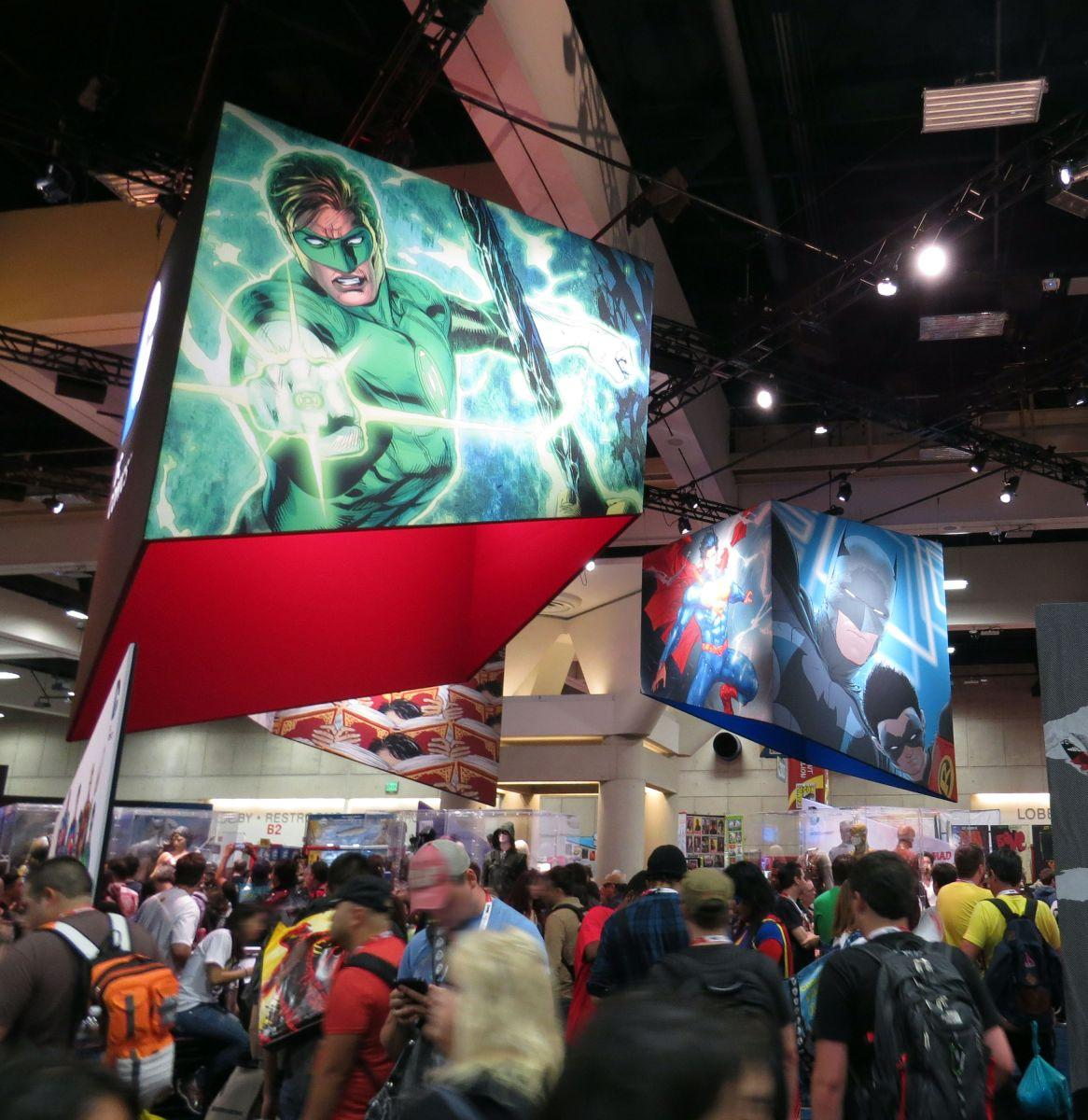 sdcc2015-07-09-dc-entertainment-booth-03