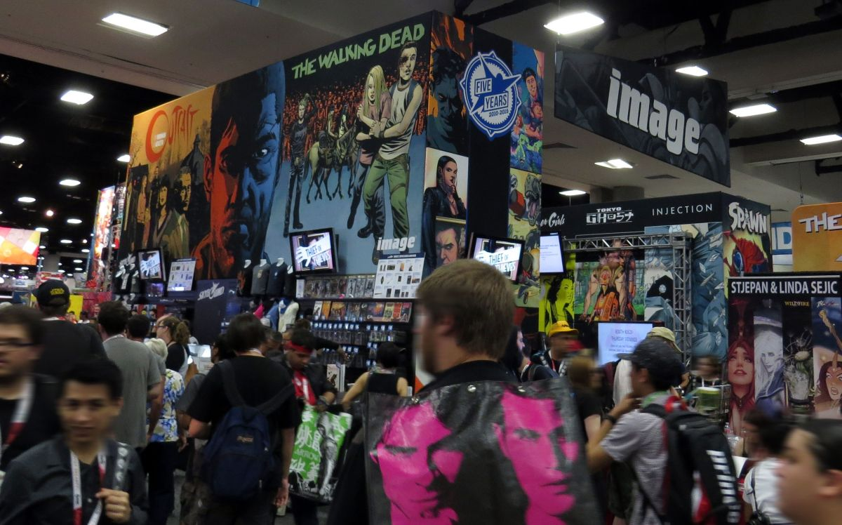 sdcc2015-07-09-image-comics-booth-01