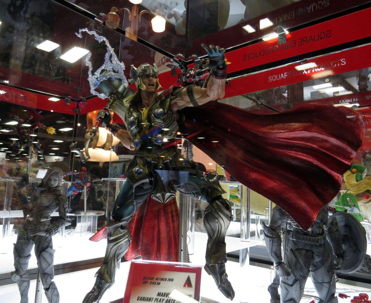 sdcc2015-07-10-square-enix-booth-04
