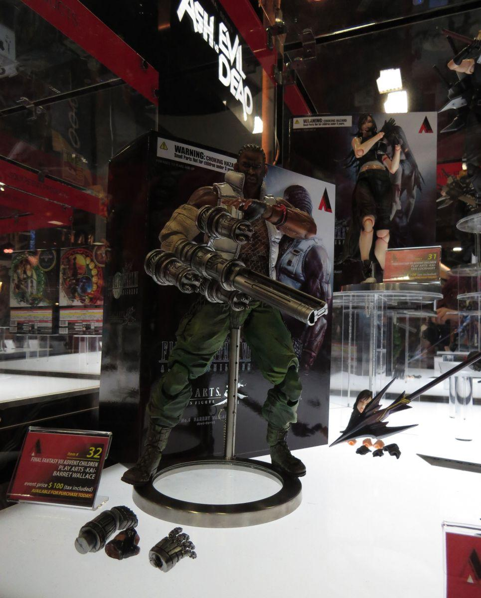 sdcc2015-07-10-square-enix-booth-08