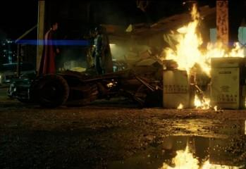 Batman, Superman Exchange Pleasantries In New TV Spot
